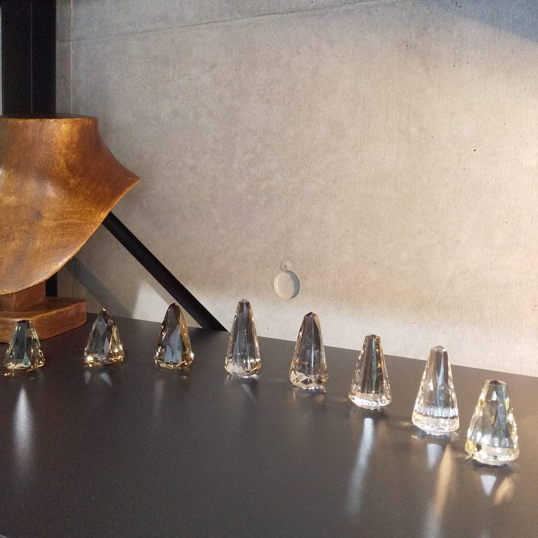 クォーツ(水晶)のリングスタンドが完成して入荷してきました!  これから販売の準備にとりかかります。